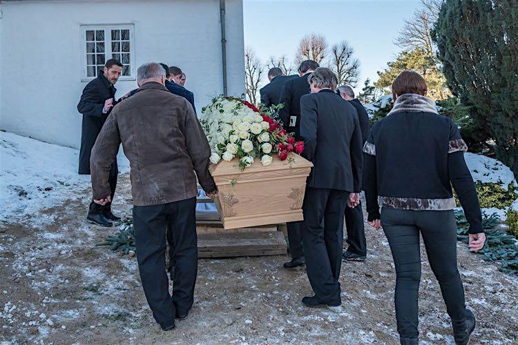 De sidste billeder, Professionel fotograf ved begravelse